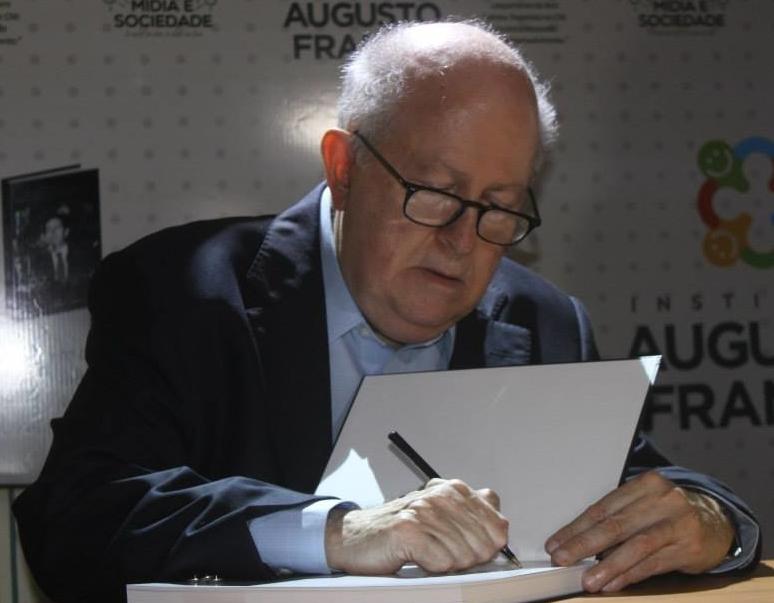 Albano Franco autografando.jpg