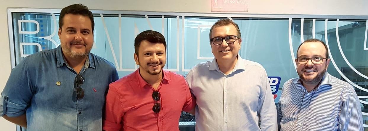 Anderson Silva e diretores da Band Bahia.jpg