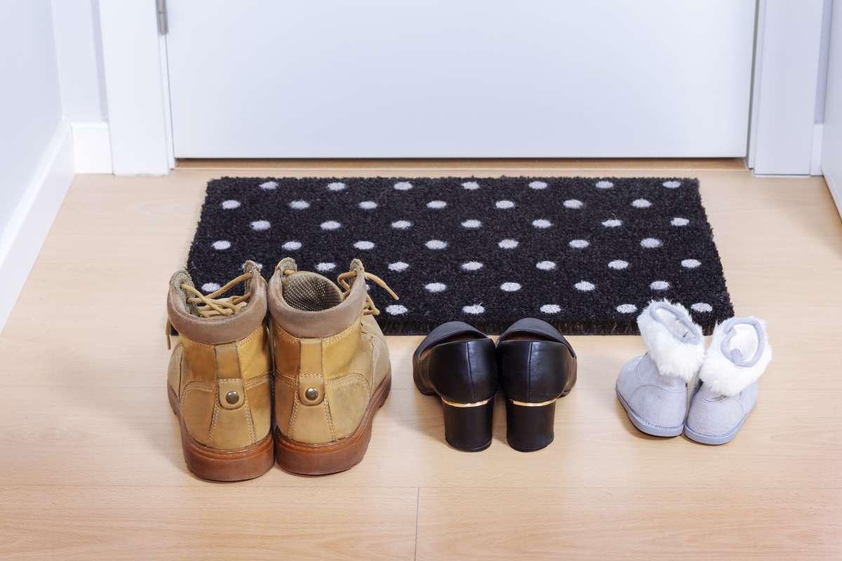 Sapatos no tapete.jpg