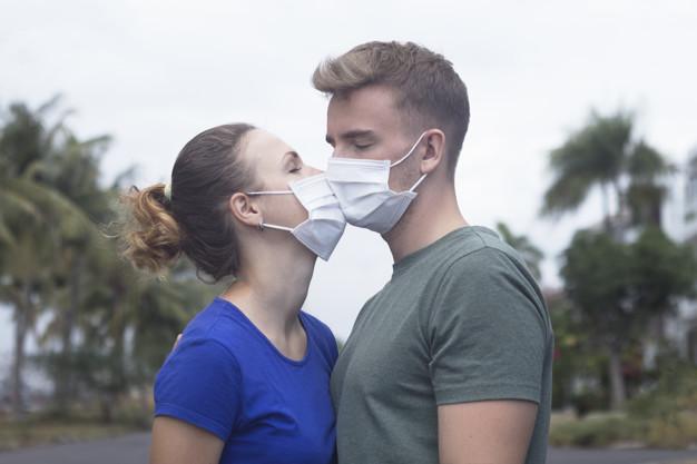Casal com máscara.jpg