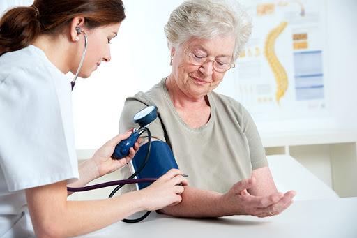 Idoso pressão arterial.jpg