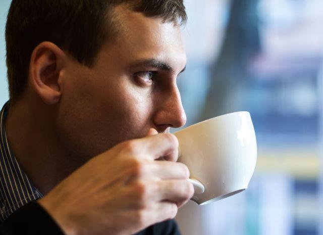 Bebendo café.jpg