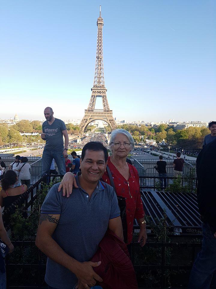 David Brito e a mãe.jpg